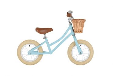 moonbug-balance-bike-eggblue